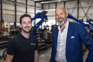 Tommy Hofkens (links) van Roboflex is zeer te spreken over de samenwerking met Eric Megens van Apex Dynamics